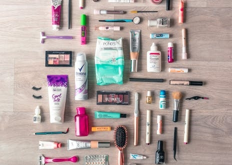 21-beauty-products-you-should-bring-when-you-travel,-according-to-experts