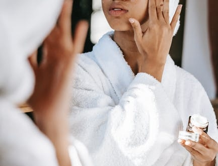 give-yourself-the-gift-of-dewy-skin-with-the-best-hydrating-serums,-according-to-experts